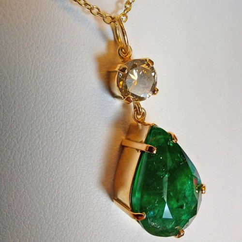 Estate Necklace with Emerald and Diamond set in 18K Gold