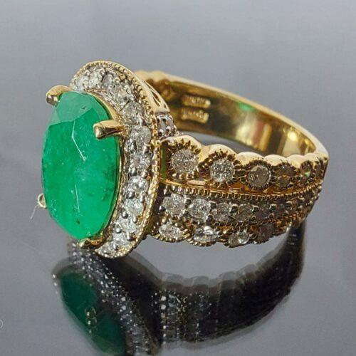 Ring i 14K guld med Smaragd och Diamanter