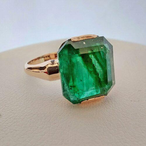Vintage Ring i 18K guld med Smaragd