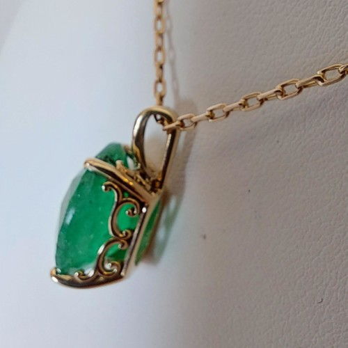 Halsband i 18K Guld med Smaragd