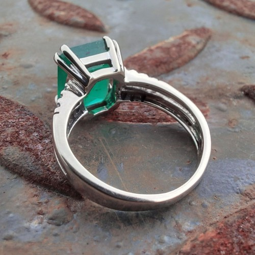 Vintage ring i 18K Guld med Smaragd och Diamanter